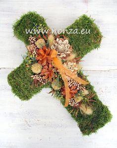 Moha kereszt mézbarna díszítéssel Cardboard Crafts, Christmas Wreaths, Holiday Decor, Fall, Crafting, Autumn, Fall Season, Crafts To Make, Crafts