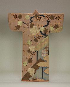 梅樹円窓模様小袖