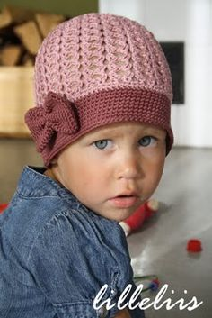 Girls crochet hat with the bow