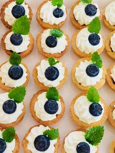 Small blueberry cake Blueberry Cake, Mini Cupcakes, Desserts, Food, Tailgate Desserts, Blueberry Grunt, Deserts, Eten, Postres