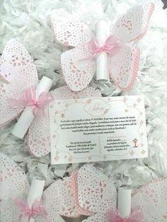 convite-borboleta-jardim-com-renda-aniversario - DIY und Selbermachen - Butterfly Baby Shower, Butterfly Party, Butterfly Birthday, Butterfly Wedding, Wedding Cards, Wedding Invitations, Butterfly Invitations, Doilies Crafts, Paper Doilies
