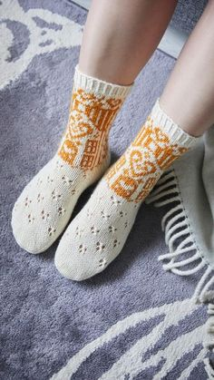 Koti-ilta-sukat – ohje | Meillä kotona Crochet Socks, Knitting Socks, Knit Crochet, Knitting Ideas, Crafts, Haku, Crocheting, Diy, Slippers