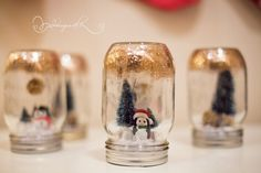 Homemade snow globes - the merriest of kids Christmas crafts Diy Wedding Projects, Craft Wedding, Diy Projects, Wedding Favors, Pot Mason Diy, Mason Jars, Christmas Crafts For Kids, Christmas Diy, Christmas Wedding