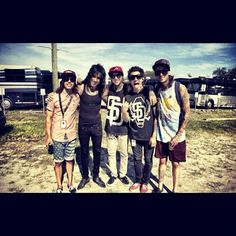 Too much sexiness in one pic... AHHH! (Pierce the Veil and Ronnie Radke!!)