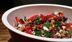 girlietrash: wochenendrezept: schneller kichererbsensalat mit granatapfel und feta