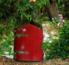 Rustic walls with wooden gates and lots of foliage SO make for dreamy 'secret garden' goodness.