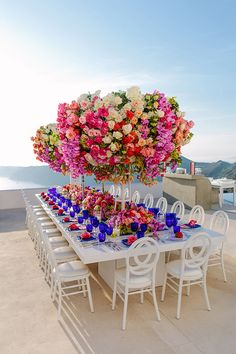 How perfect for a beach wedding? Wedding Table Decorations, Decoration Table, Wedding Centerpieces, Comment Dresser Une Table, Wedding Designs, Wedding Styles, Karen Tran, Event Design, Event Planning Design