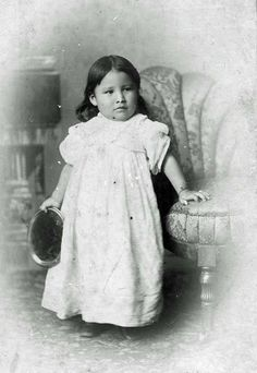 """Zintka Lanuni """"Lost Bird"""", orphaned in the Battle of Wounded Knee (29-12-1890) and taken away from her Native American tribe by General Leonard Wright Colby. (No date - Photographer unknown) (Photoshopped)"""