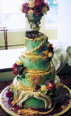 a-harlots-progress: Louis XlV-inspired Wedding Cake