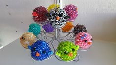 The Rainbow Loom Loomigurumi Chicken Family by Sandra… Rainbow Loom Charms, Rainbow Loom Bracelets, Loom Band Patterns, Beading Patterns, Rubber Band Charms, Wonder Loom, Crazy Loom, Fun Loom, Rainbow Loom Creations