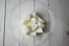 レンジで下ゆで♪染みじゅわ【大根とツナの炊き合わせ】 | つきの家族食堂 Honeydew, Apple, Fruit, Cooking, Food, Apple Fruit, Kitchen, Cuisine, Koken