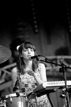 Lauren Mayberry, Blue Sky Archives Live Concert @ UniFestival Liege-4110 by Kmeron, via Flickr