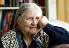 Doris Lessing nella sua casa di Londra, il 17 aprile 2006. (Martin Cleaver, Ap/Lapresse)