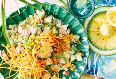 Cremiger Hühnersalat mit Obst und Gemüse