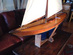 "Early swayback pond A class boat ""Shamrock"" : 5, Christibys"