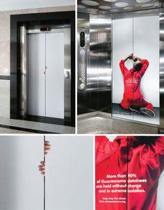 Azione di guerrilla marketing contro gli abusi nella prigione di Guantanamo.