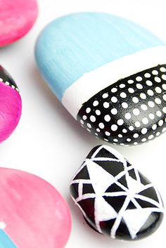 Painted Rock Magnets | 41 Amazing Free People-Inspired DIYs