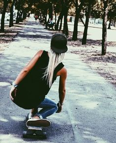 Secrets Of Sneaker Shopping – Sneakers UK Store Estilo Tomboy, Skate Girl, Skater Girl Outfits, Skater Boys, Surfer Girl Style, Skate Style, Skateboard Girl, Longboarding, Chill