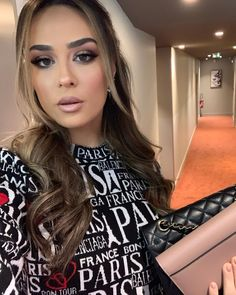 Bold Lip Makeup, Bold Lips, Famous Singers, Famous Girls, Turkish Actors, Hair Looks, Natural Makeup, Hair Beauty, Hairstyle