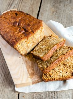 I am on a massive sugar free kick at the moment so I am loving this amazing sugar free banana bread! Unfortunately the bananas have to be synned because they are mashed and cooked :( But you can … Low Calorie Banana Bread, Low Calorie Baking, Sugar Free Banana Bread, Low Calorie Cake, Healthy Banana Bread, Healthy Baking, Healthy Eats, Slimming World Banana Cake, Slimming World Desserts