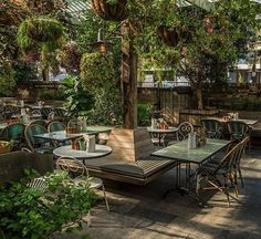 The Oxley 121 Yorkville Avenue, Toronto 📷 : abhishekdekate Outdoor Restaurant Patio, Terrace Restaurant, Outdoor Cafe, Design Bar Restaurant, Deco Restaurant, Coffee Shop Design, Cafe Design, Restaurant En Plein Air, Mein Café