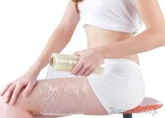 These DIY body wrap ideas are all you will need to lose weight and tone your body. Find out what you need and how to apply these simple homemade body wraps. Cellulite Scrub, Cellulite Remedies, Fat Burning Cardio, Fat Burning Diet, Homemade Body Wraps, Diy Body Wrap, Fat Burning Cream, Fat Burning Smoothies, Diet Plan Menu