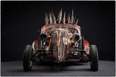 映画『マッドマックス 怒りのデス・ロード』に登場した改造車の美しく世紀末な写真集