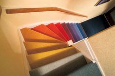 Maak van een simpele trap iets unieks door het te bekleden met tapijt van verschillende kleuren #Tretford