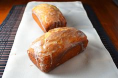 Sweet and tangy Mandarin Orange Yogurt Bread is definitely a good flavor for the month of December. Yogurt Bread, Yogurt Cake, Spring Recipes, Holiday Recipes, Orange Yogurt, Breakfast Pastries, Little Cakes, Cupcake Cakes, Cupcakes