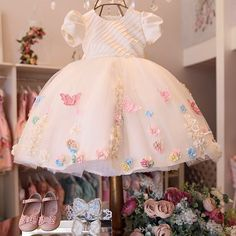 No photo description available. Baby Girl Birthday Dress, Baby Girl Party Dresses, Princess Flower Girl Dresses, Birthday Dresses, Little Girl Dresses, Baby Dress, Girls Dresses, Dress Anak, Easter Dress