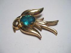 Vintage+Coro+Pegasus+Bird+or+Dove+Brooch+-+goldtone+-+really+nice