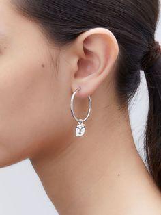 デザイナー自身が幼いころ訪れた、祖父母の家で過ごした大切な時間。 太陽・月・海の自然や空間からインスピレーションを受けた、2019年SSコレクション。 キュートなフェイスパーツは、小さなアートをぶらさげたような印象に。 Silver Earrings, Hoop Earrings, Maria Black, Jewelry, Jewlery, Jewerly, Schmuck, Jewels, Jewelery