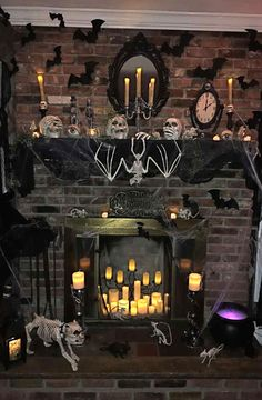 31 Halloween Home Decoration Ideas to Bring Out the Creepy Impression # Decoration Well yes! Halloween will be here soon and you need to think about the fun things to be brought inside your home. When it comes to Halloween Halloween Fireplace, Soirée Halloween, Adornos Halloween, Spooky Halloween Decorations, Halloween Home Decor, Holidays Halloween, Fireplace Mantel, Outdoor Halloween, Halloween Costumes
