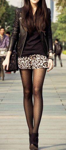 Las minifaldas cobran vida (y seriedad) con unas lindas medias.