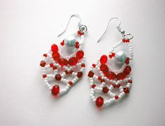 Free pattern for pretty beaded earrings Charm          U need:  pearl beads 5 mm  rondelle beads 4 mm  bic