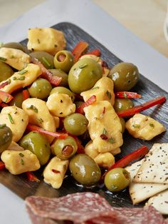Green Olive and Cheese Curd Antipasto Best Appetizer Recipes, Easy Delicious Recipes, Potluck Recipes, Best Appetizers, Summer Recipes, Snack Recipes, Cooking Recipes, Potluck Food, Homemade Wine Recipes