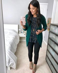 If you work which needs you to have a different set of clothes for work, then sh. - Outfits for Work - Work Outfits Women Cute Teacher Outfits, Cute Outfits For School, Summer Work Outfits, Casual Work Outfits, Work Casual, Teaching Outfits, Teacher Style, Winter Teacher Outfits, Outfit Work