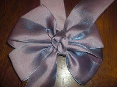 """Easy bows made using a piece of cardboard cut into a """"C"""""""