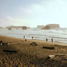 14 unsung beach towns - Beach vacation guide according to Sunset magazine Vacation Destinations, Vacation Trips, Vacation Spots, Vacations, The Places Youll Go, Places To See, West Coast Road Trip, Cannon Beach, Oregon Travel