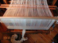 "Wolle Natur Farben : ""Rezept"" für kleine gewebte Wolldecken Plaids Teil 2 Furniture, Home Decor, Wool Quilts, Woven Chair, Loom, Natural Colors, Cardboard Paper, Weaving, Wool"