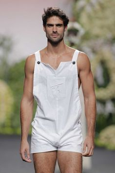 Francis Montesinos Overall Overall short Overall short for men Overol corto para hombre Mens Fashion 2018, Boy Fashion, Fashion Models, Fashion Trends, Men Looks, Romper Men, Herren Outfit, Eye Candy, Sexy Men