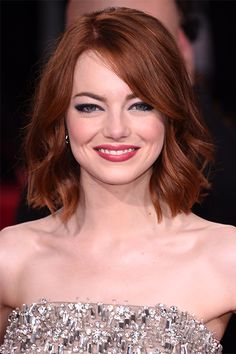 Layered bob hair for emma stone Curled Hairstyles, Pretty Hairstyles, Red Bob Haircut, Short Haircut, Bob Haircuts, Emma Stone Hair, Wavey Hair, How To Curl Short Hair, Curling Iron Short Hair