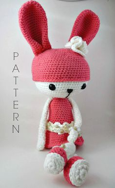 Etsy の Amelia  Amigurumi Doll Crochet Pattern by CarmenRent
