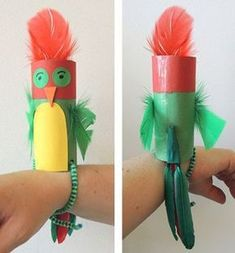 Crafts for kids - parrot that sits on your arm wrist. Make this from toilet paper tube. Great as a pirate Crafts for kids - parrot that sits on your arm wrist. Make this from toilet paper tube. Great as a pirate theme activity! Kids Crafts, Summer Crafts, Toddler Crafts, Preschool Crafts, Projects For Kids, Diy For Kids, Craft Projects, Preschool Pirate Crafts, Camping Crafts For Kids
