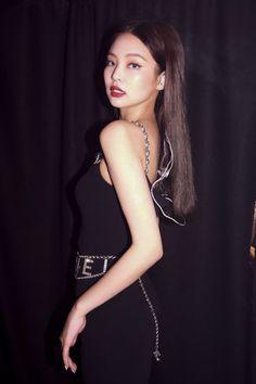 Kim Jennie, Blackpink Photos, Blackpink Fashion, Blackpink Jisoo, Korean Girl Groups, Foto E Video, Kpop Girls, Eminem, Queen