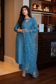 Salwar Designs, Plain Kurti Designs, Simple Kurta Designs, Silk Kurti Designs, Kurta Designs Women, Kurti Designs Party Wear, Latest Anarkali Designs, Long Kurta Designs, Indian Fashion Dresses