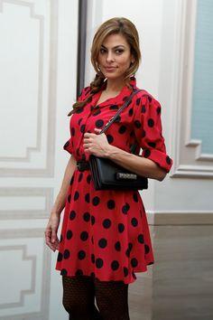 La robe Fifties d'Eva Mendes http://www.vogue.fr/mode/look-du-jour/articles/la-robe-fifties-d-eva-mendes/18068 I want her dress!!!