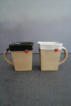 Viereckige Tassen in orginellem Design mit Herzchen, microwellen- und spülmaschinengeeignet, ideales Geschenk zur Hochzeit, Handarbeit