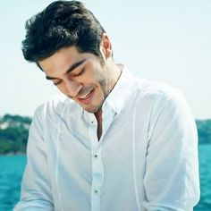 That charming look. You are killing me burak! Beautiful Celebrities, Beautiful Actresses, The Americans Tv Show, Most Handsome Actors, Handsome Guys, Murat And Hayat Pics, Cute Love Stories, Lovely Smile, Actrices Hollywood