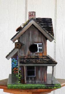 Brown Farm House Bird House Hand Painted von BirdhouseBlessings